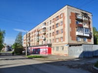 Ревда, улица Спартака, дом 11. жилой дом с магазином