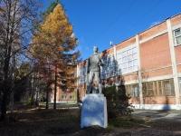 Ревда, улица Спортивная. памятник Рабочему