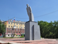 Ревда, улица Максима Горького. памятник В.И. Ленину