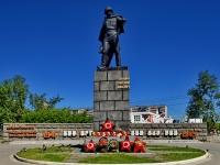 Каменск-Уральский, улица Добролюбова. памятник Г.П. Кунавину