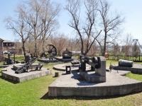 Нижний Тагил, улица Уральская. памятник Горнозаводскому оборудованию