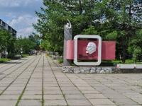 Nevyansk, st Maksim Gorky. monument