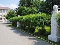Невьянск, улица Малышева. памятник Л.Н. Толстому
