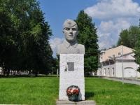 Невьянск, площадь Революции. памятник В.В. Гомзину