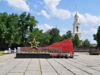 Nevyansk, 纪念性建筑群 Вечный огоньRevolyutsii square, 纪念性建筑群 Вечный огонь