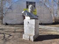 Среднеуральск, улица Лермонтова. памятник Ю.А. Гагарину