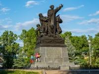 Вязьма, памятник М. Г. Ефремовплощадь Советская, памятник М. Г. Ефремов