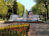Тамбов, улица Карла Маркса. фонтан В сквере Петрова у здания Филармонии