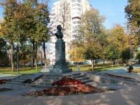 Тамбов, памятник Е.А. Баратынскомуулица Карла Маркса, памятник Е.А. Баратынскому