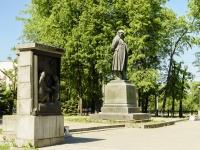 улица Бебеля. памятник И.А.Крылову
