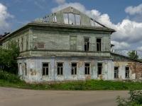 Осташков, Ленинский проспект, дом 4. неиспользуемое здание