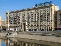 , embankment Smolenskaya, house 2А. Apartment house