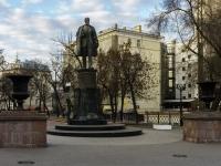 Сретенский бульвар. памятник Инженеру В.Г. Шухову