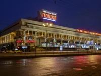 площадь Комсомольская, дом 6. универсам Московский