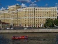 , embankment Krasnoholmskaya, house 1/15. Apartment house