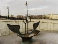Якиманка, набережная Кадашевская. малая архитектурная форма Скамья примирения