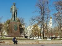 Якиманка, набережная Болотная. памятник Репину И.Е.