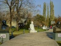 Якиманка, улица Крымский Вал. Аллея памятников