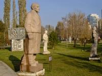 Якиманка, улица Крымский Вал. памятник В.И. Ленину