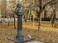 Якиманка, Большой Толмачевский переулок. памятник И.С. Шмелеву