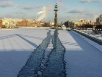 Yakimanka, 沿岸街 КрымскаяKrymskaya embankment, 沿岸街 Крымская