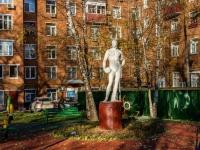 Тимирязевский район, скульптурная композиция Гипсовая статуя футболистаДмитровское шоссе, скульптурная композиция Гипсовая статуя футболиста
