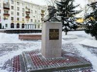 Бабушкинский район, улица Лётчика Бабушкина. Бюст лётчицы Е.М. Рудневой
