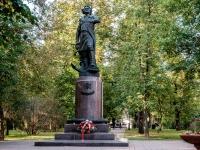 Измайлово район, улица Баумана городок. памятник Петру I