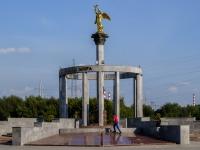 """Марьино район, улица Поречная. скульптура """"Добрый ангел мира"""""""