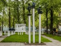 улица Профсоюзная. скульптурная композиция посвященная Ф.И. Тютчеву