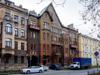 , st 16-ya liniya v.o., house 9. Apartment house
