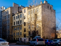 , 15-ya liniya v.o. st, house 42. Apartment house