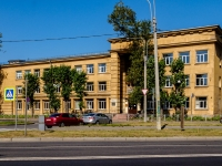 Кировский район, улица Швецова, дом 22. колледж Петровский