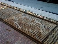 Центральный район, Мемориальная плита на месте первой линии Петербургского трамваяАдмиралтейский проспект, Мемориальная плита на месте первой линии Петербургского трамвая