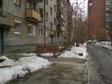 Екатеринбург, ул. Азина, 26: приподъездная территория дома