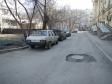Екатеринбург, ул. Азина, 42: условия парковки возле дома