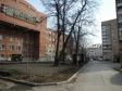 Екатеринбург, ул. Челюскинцев, 19: площадка для отдыха возле дома