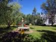 Тольятти, ул. Свердлова, 19: площадка для отдыха возле дома